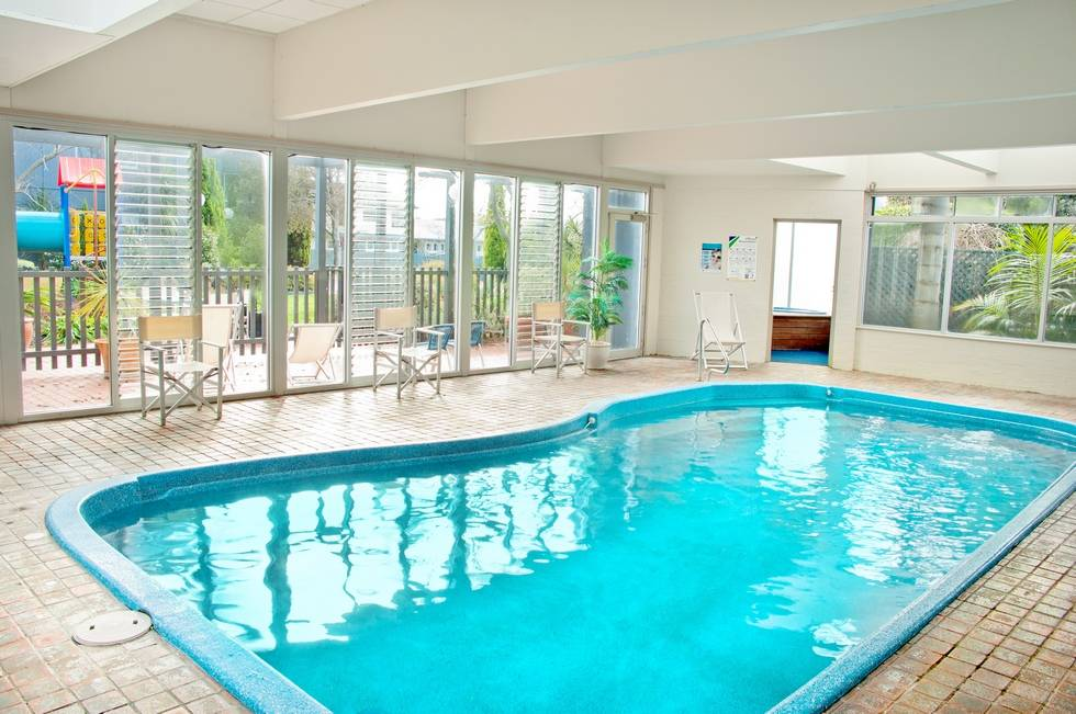 Bellevue On The Lakes Lakes Entrance Accommodation Indoor Heated Pool